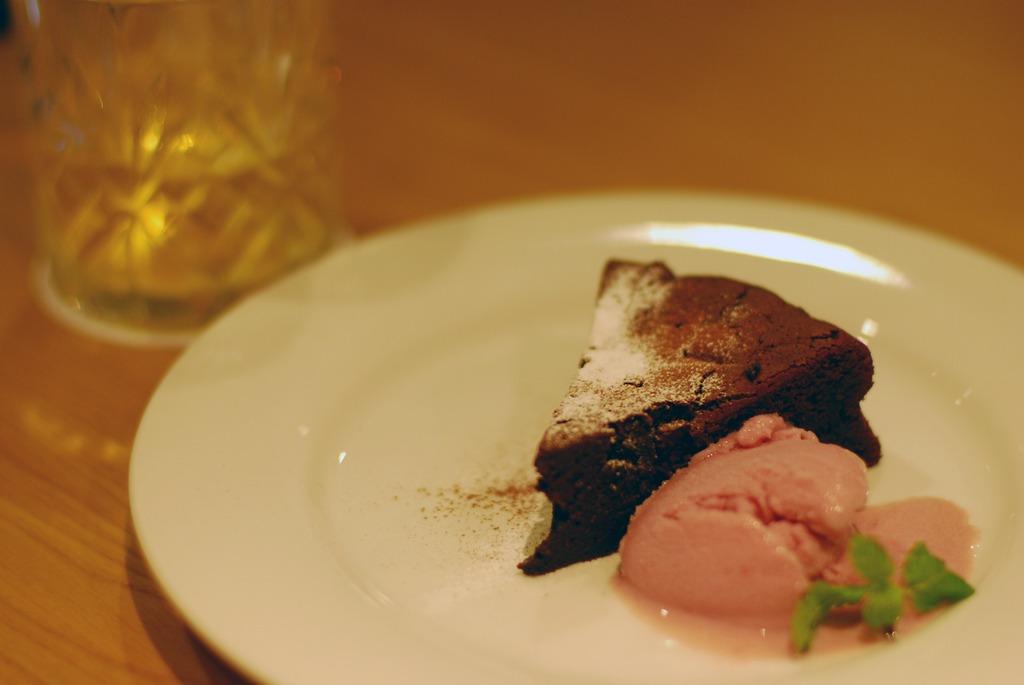 ケーキと赤ワインのシャーベット