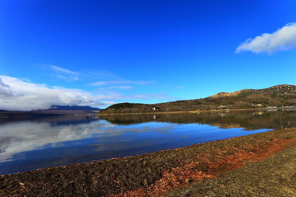 爽やかな青空湖畔