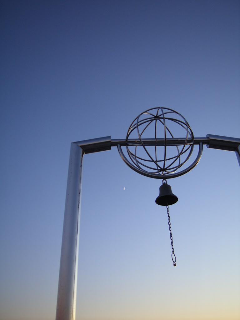 月と地球岬