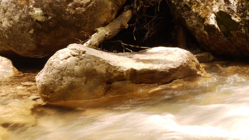 長野県:三本滝にて