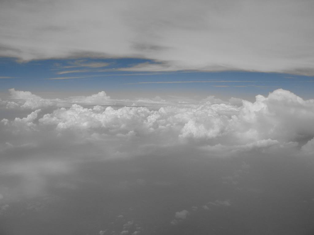 雲に挟まれて