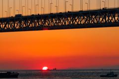明石海峡大橋と夕陽