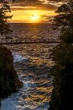 夜明けの吊橋