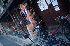 格子と自転車