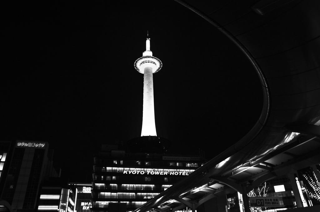 曲線とタワー
