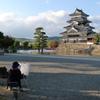 画家と松本城