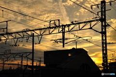 駅舎と夕暮れ