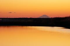 鬼怒川と富士山