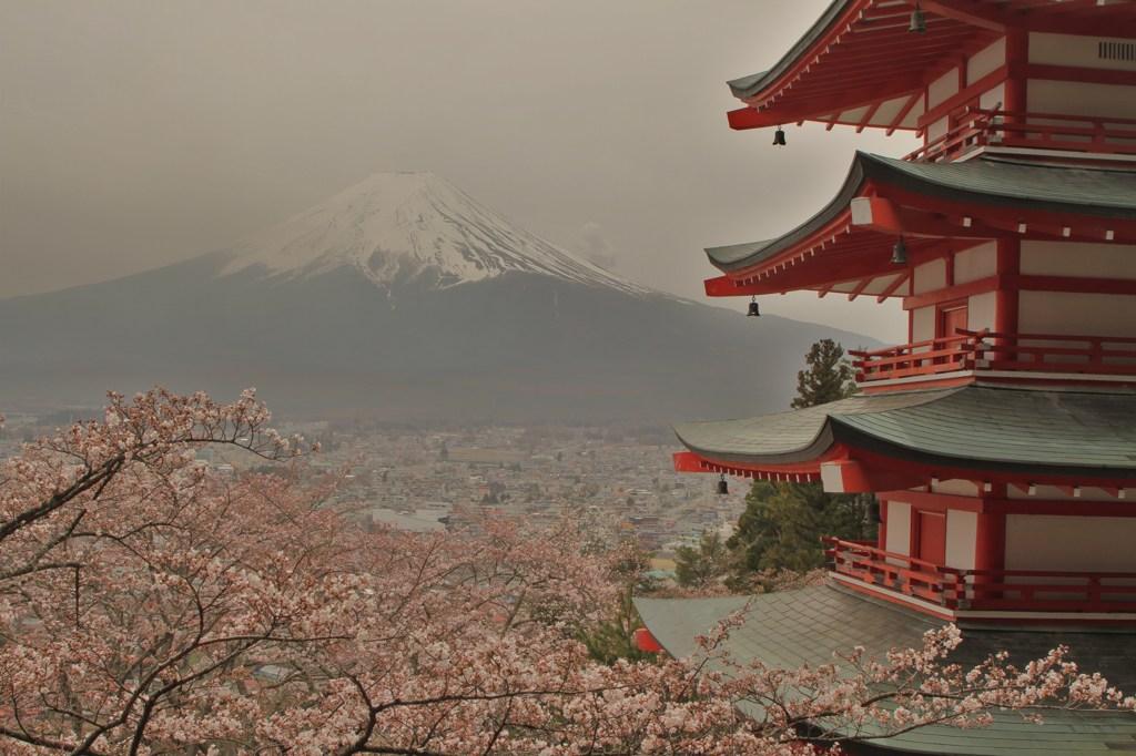 五重塔と富士山
