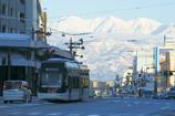 立山が望める市電通り
