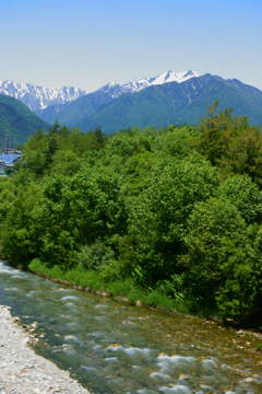 穏やかに流れる川も時も