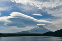 荒天前に現れる雲