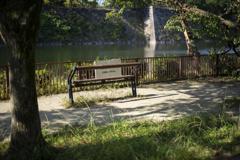 外堀前のベンチ