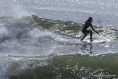 「波間を切り裂く」