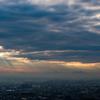 「靄に浮かぶ蔵王山と光芒」