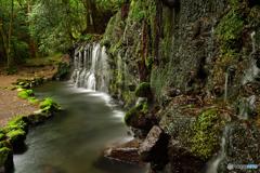 伏流水の滝