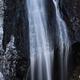 冬枯れの雄滝