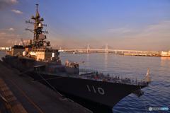 大桟橋に護衛艦