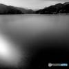 湖上を走る光