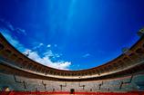 モヌメンタル闘牛場の青い空