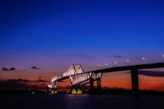 マジックアワーに輝く桟橋