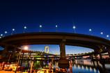 夜明けも輝く虹色橋