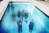 水の中の人々