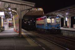 静かな基幹駅の夜