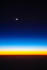 40,000ftからの夕焼けと地球照