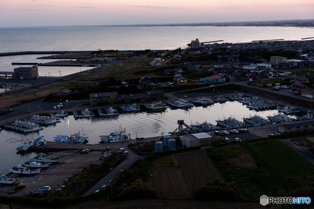 漁港の夕暮れ