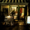 雨降り駅前レストラン