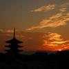 秋・日没の塔