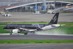 スターフライヤー シンゴジラ(JA08MC)A320-200@羽田
