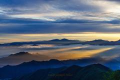 朝陽に輝く雲海