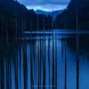 未明の自然湖<雨>