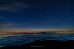雲海に覆われた未明
