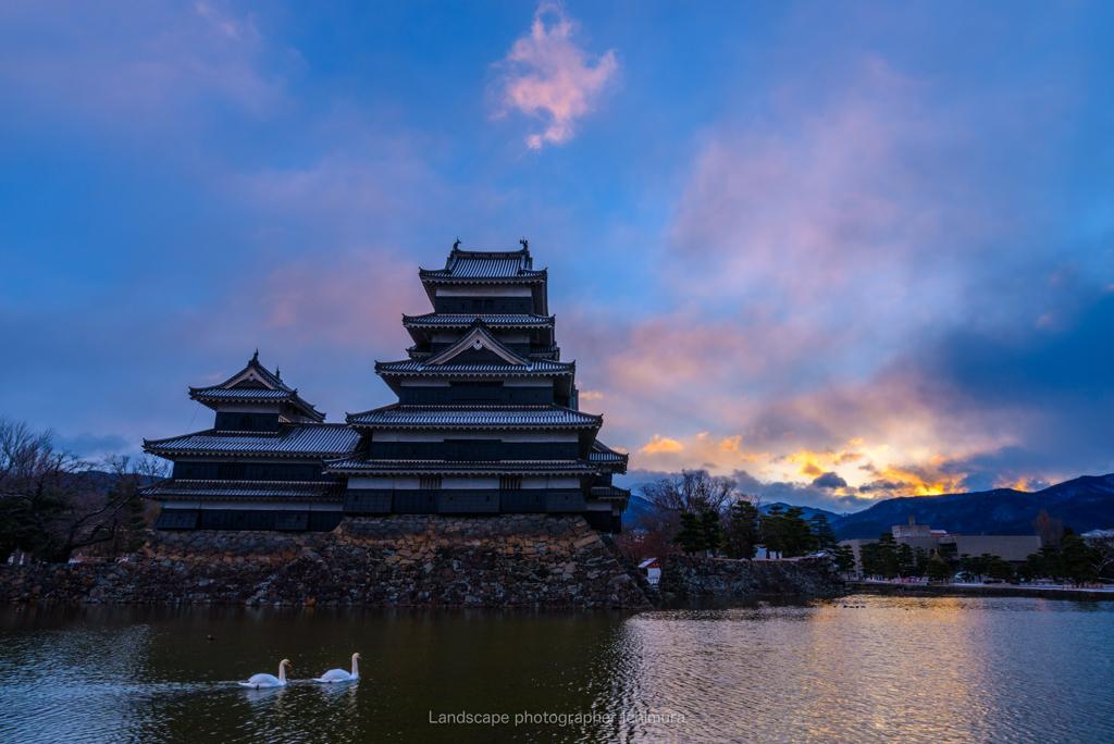 松本城<朝焼け>