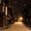 雪降る未明の奈良井宿