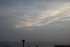 給水塔越しの東京湾