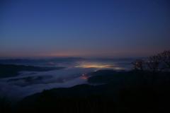 霧を照らす