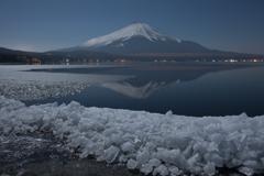 月映えの逆さ富士