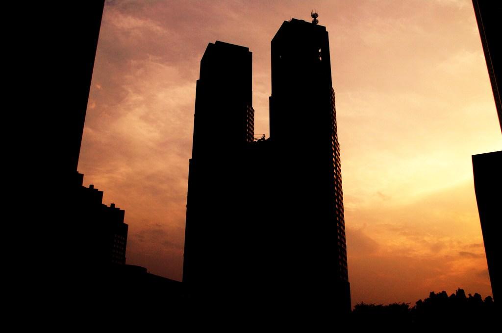 夕日の都庁