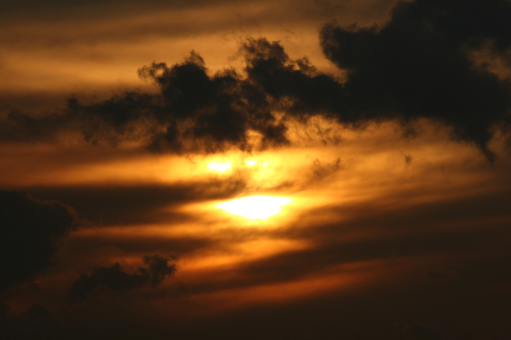 暗雲のたくらみ