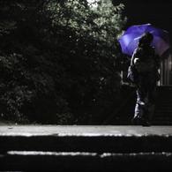 CANON Canon EOS Kiss Digital Xで撮影した人物(青傘の女)の写真(画像)