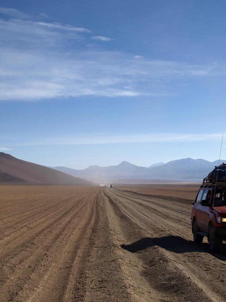砂漠の一本道