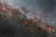 秋の天の河を彩る散光星雲たち