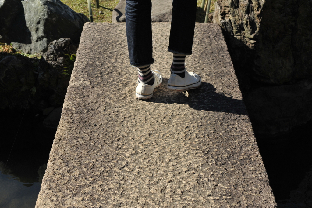 石橋の上で