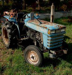 錆びたトラクター
