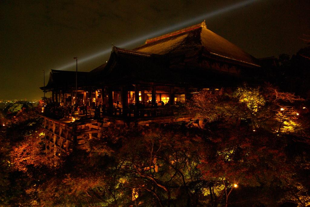清水寺黄葉ライトアップ