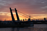 夕暮れの橋
